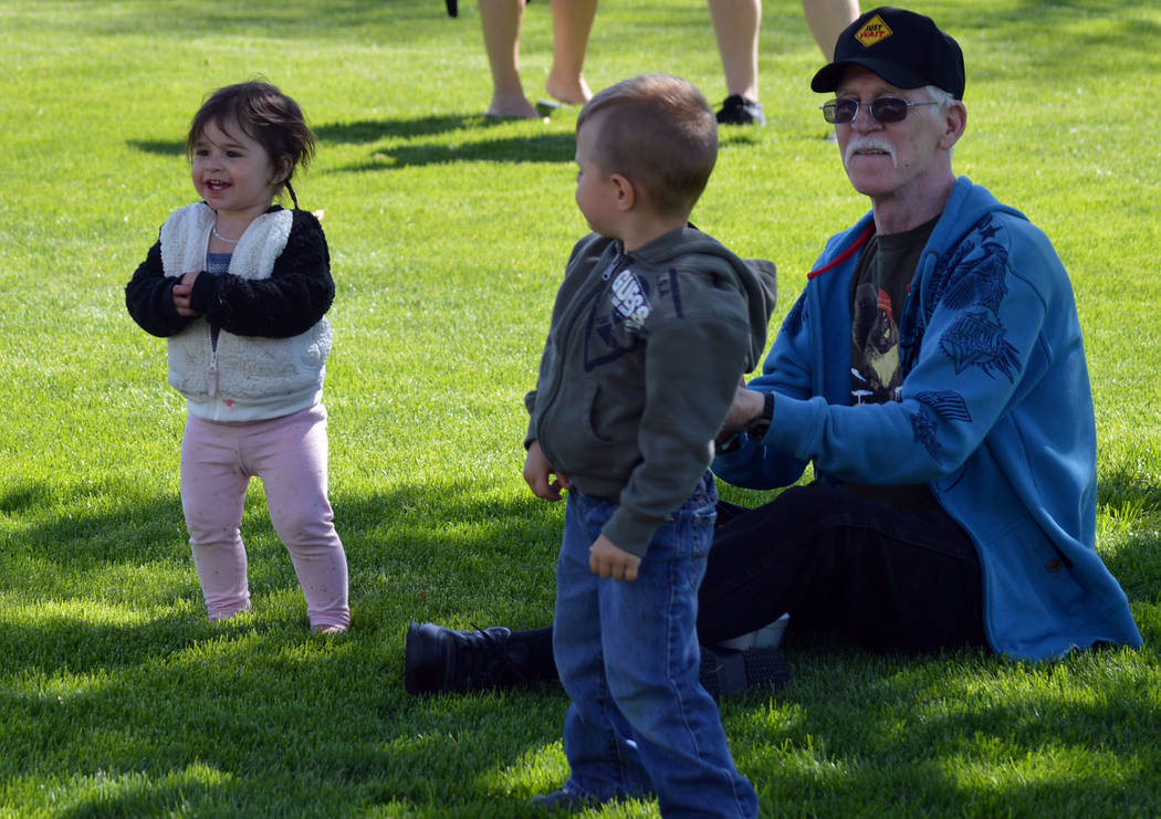 Celia Shortt Goodyear/Boulder City Review Robert Rowa and his grandkids, Hailey and Ezra, enjoy the music during the 2017 Boulder City Beerfest.
