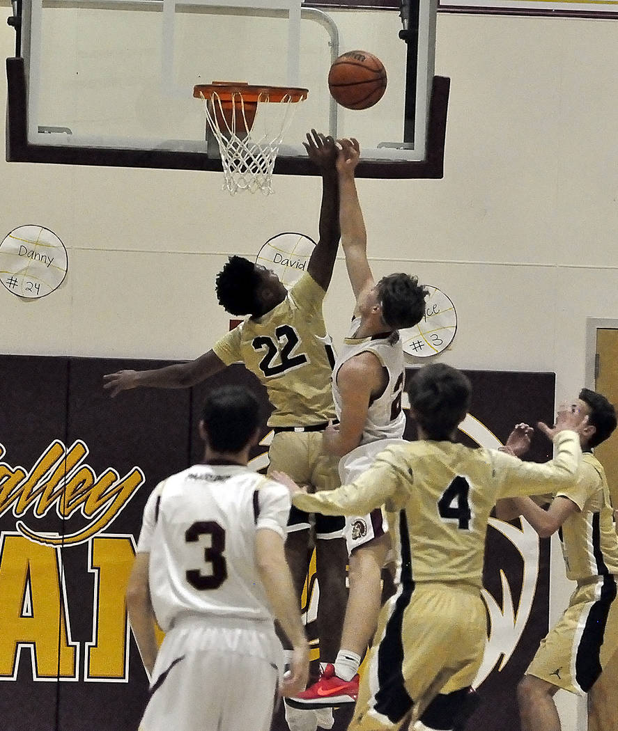 Horace Langford Jr./Pahrump Valley Times Boulder City's junior forward Derrick Thomas, No. 22, guards the net Monday against Brayden Severt of Pahrump Valley during the Eagle's 57-52 victory.