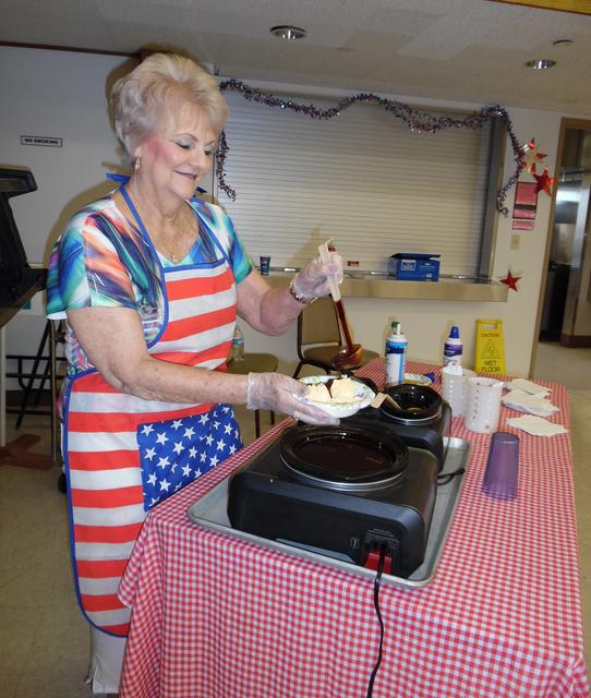 Hali Bernstein Saylor/Boulder City Review Sharon Zink serves up an ice cream sundae during the ice cream social July 2 at the Senior Center of Boulder City.