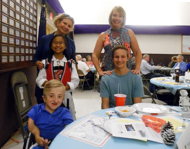 Hunter Terry/Boulder City Review  Jennifer Ringler, on left from back to front, Anne Ringler, 10, and Dan McCarty, 13, along with Evan Ringler, 16, right, all from Henderson, brought Kristin Grina ...