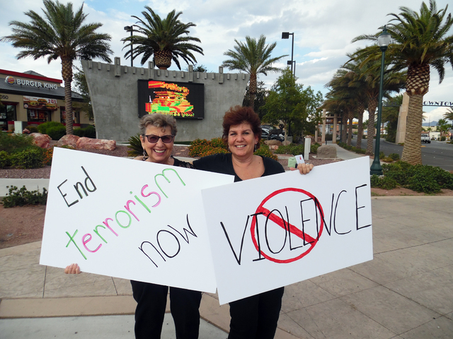 Lois Greenwald and daughter Deena Greenwald attended the Women in Black protest against violence Friday, Aug. 26, 2016. Hunter Terry/Boulder City Review