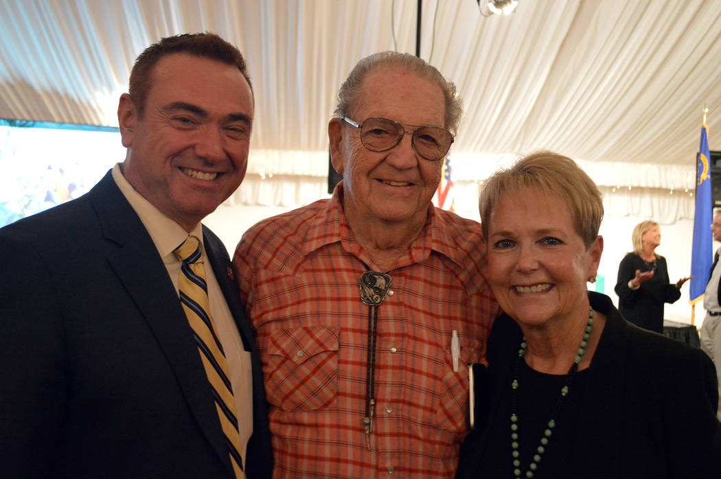 Celia Shortt Goodyear/Boulder City Review Residents and local city officials, from left, new City Manager Al Noyola, longtime resident Joe Rowe and Councilwoman Peggy Leavitt catch up before the m ...