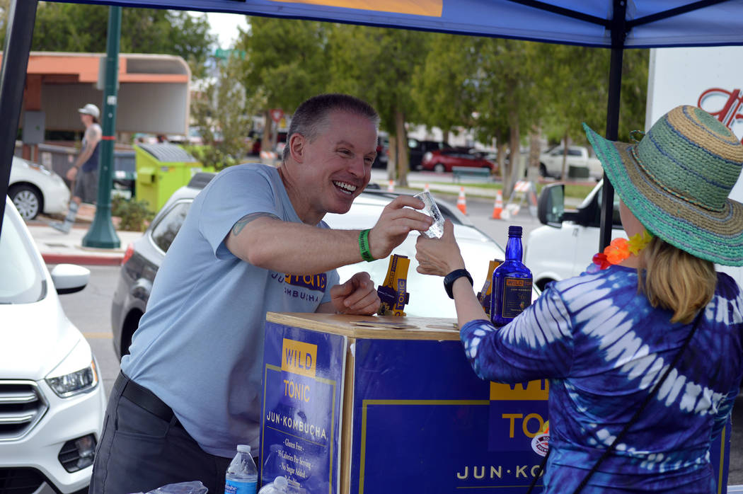 Celia Shortt Goodyear/Boulder City Review Eric Pardee of Wild Tonic gives a sample to a guest at the 2018 Boulder City Beerfest on Saturday.