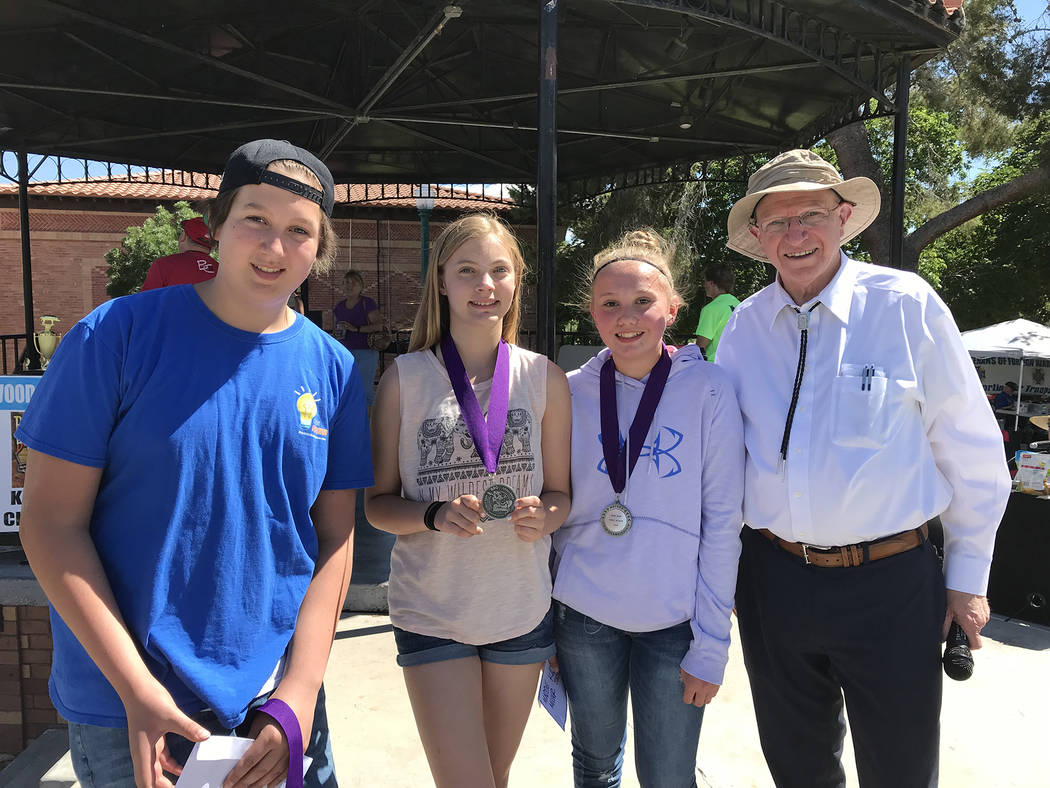 Hali Bernstein Saylor/Boulder City Review Cameron Johnson, from left, Zoey Curtis and Maddie Miller, winners of the junior division of the KidsQue contest for youths 13-18, are congratulated by Se ...