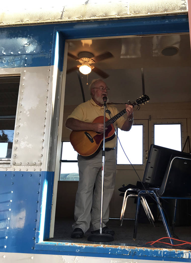 Hali Bernstein Saylor/Boulder City Review Duncan McCoy, president of Rotary Club of Boulder City, entertains those attending Brews and Choo-Choos on Friday, Oct. 19, before the train left the Neva ...