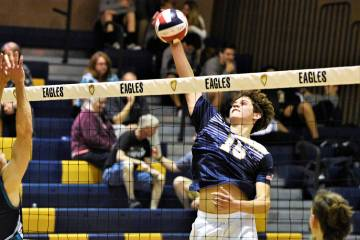 (Robert Vendettoli/Boulder City Review) Rising up for a thunderous kill, Boulder City High Scho ...