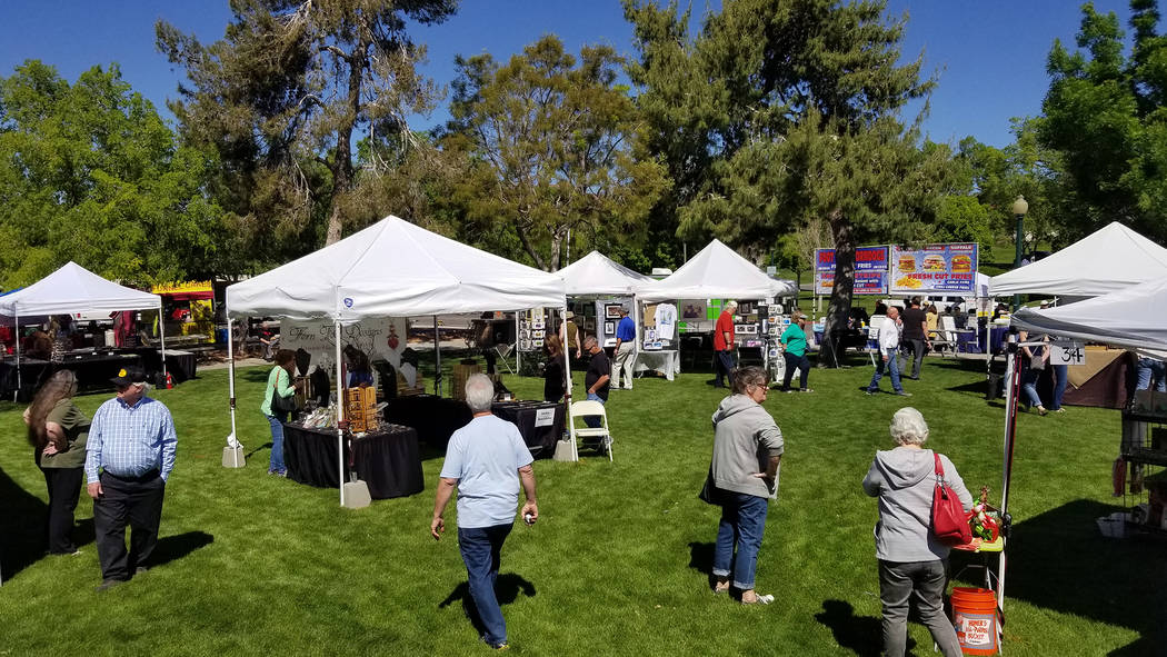 (Celia Shortt Goodyear/Boulder City Review) Visitors and artists enjoy the 34th annual Spring F ...