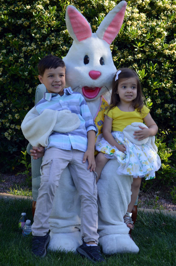 (Celia Shortt Goodyear/Boulder City Review) Oliver and Elouise Powers take a picture with the E ...