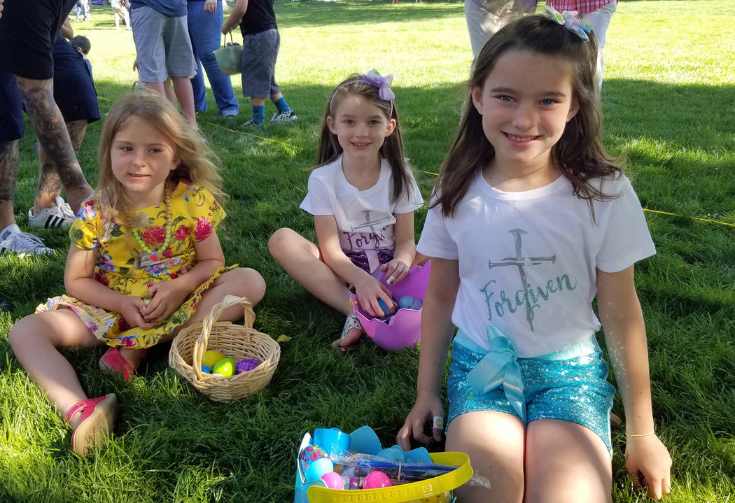 (Celia Shortt Goodyear/Boulder City Review) Evie Pinksaw, left, and her friends, from left, Kay ...