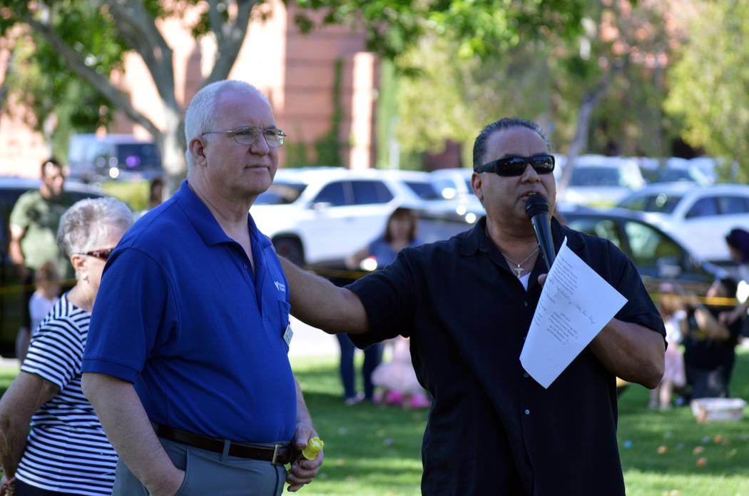 Celia Shortt Goodyear/Boulder City Review Jeff Pophal, left, marketing director at The Homestea ...