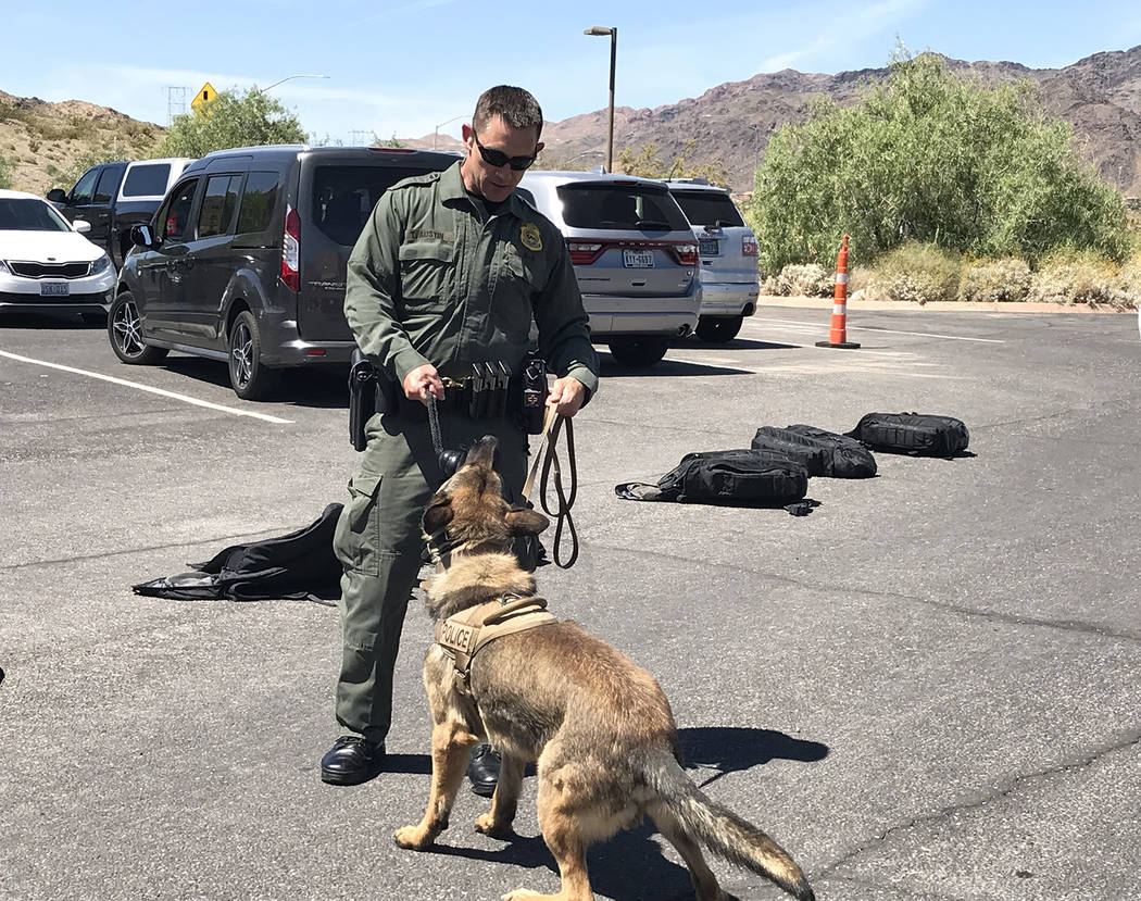(Hali Bernstein Saylor/Boulder City Review) Ranger Todd Austin, a K-9 law enforcement officer a ...