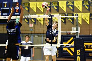 (Robert Vendettoli/Boulder City Review) Rising for a thunderous kill, Boulder City High School ...