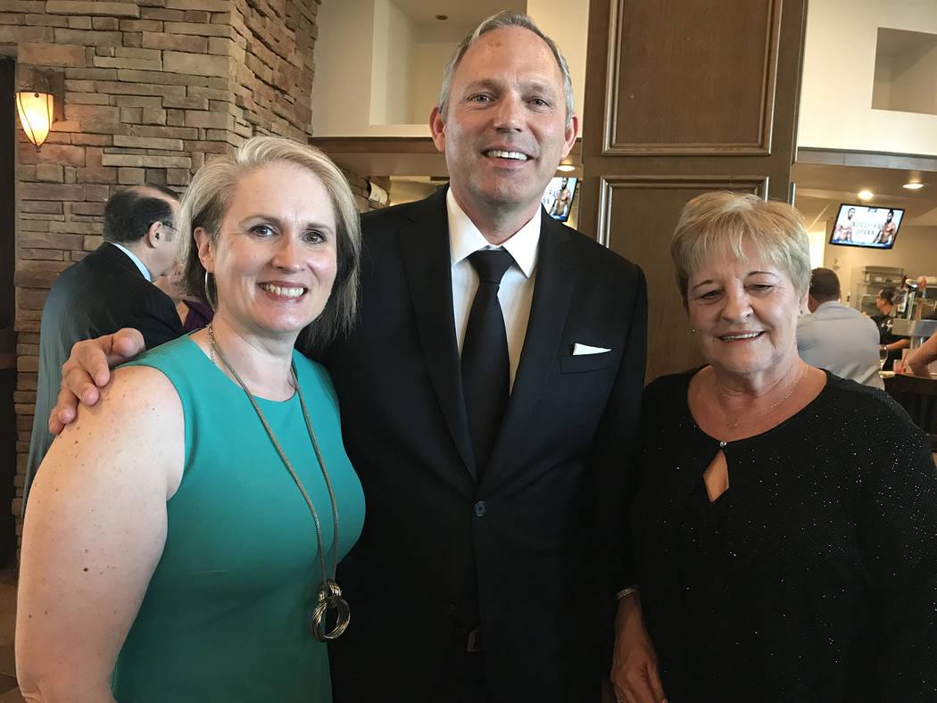 (Hali Bernstein Saylor/Boulder City Review) Sarah Elvin, from left, Jim McDonald and Janet Burt ...