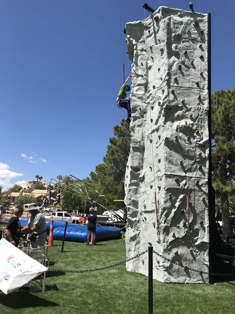 (Hali Bernstein Saylor/Boulder City Review) Jon-Luke Lewis, 11, of Kingman, Arizona, tests his ...