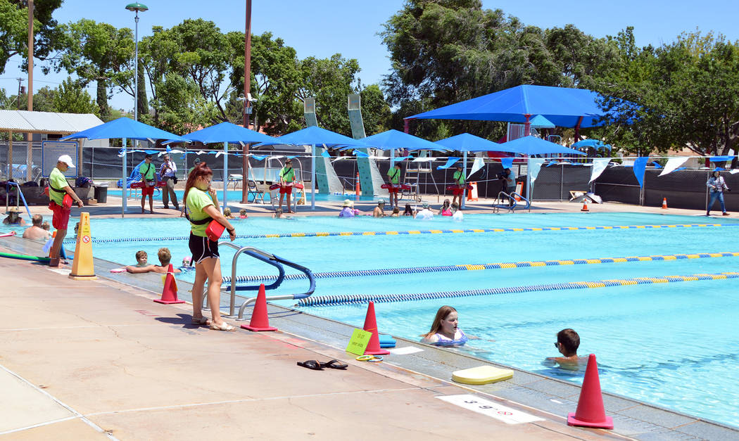 Celia Shortt Goodyear/Boulder City Review Guests participate in the World's Largest Swimming Le ...