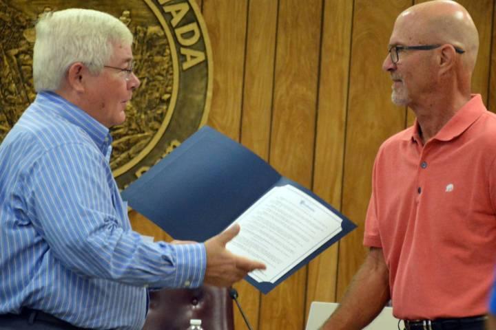 (Celia Shortt Goodyear/Boulder City Review) Mayor Kiernan McManus, left, presents Cary Fisher o ...