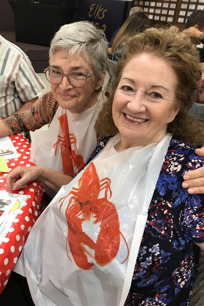 (Hali Bernstein Saylor/Boulder City Review) Kathy Hartman, left, and Linda Scott get ready to e ...