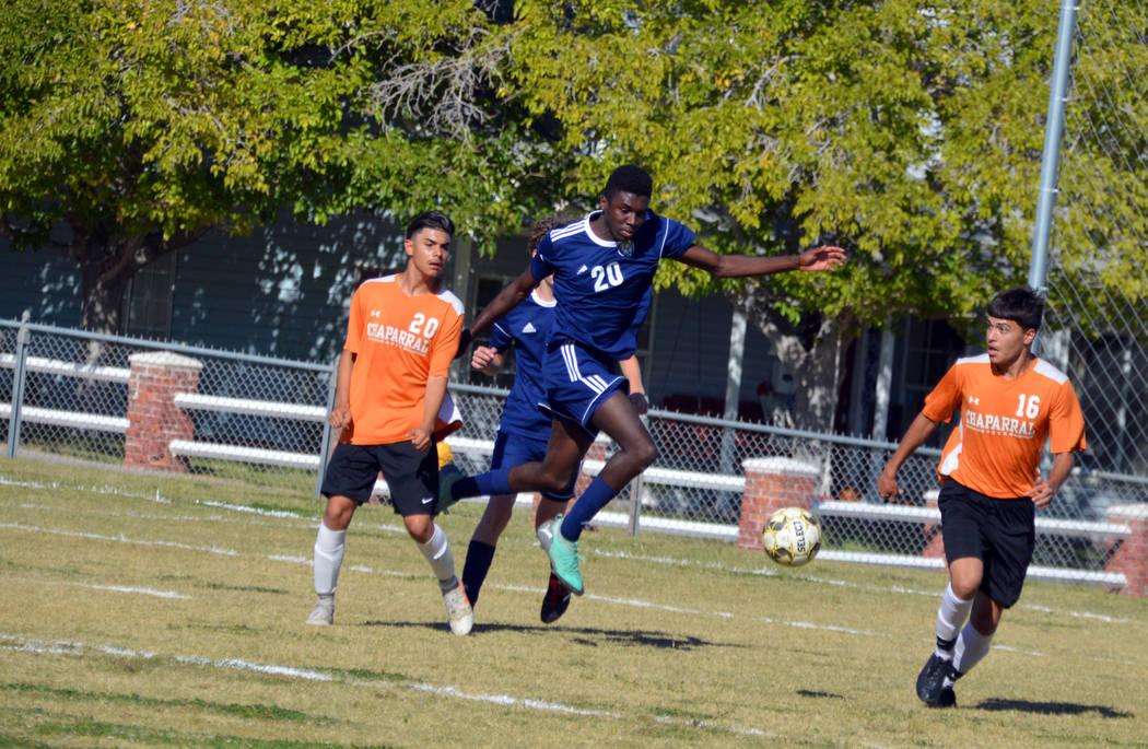 (Celia Shortt Goodyear/Boulder City Review) Boulder City High School senior Jacob Sanford jumps ...