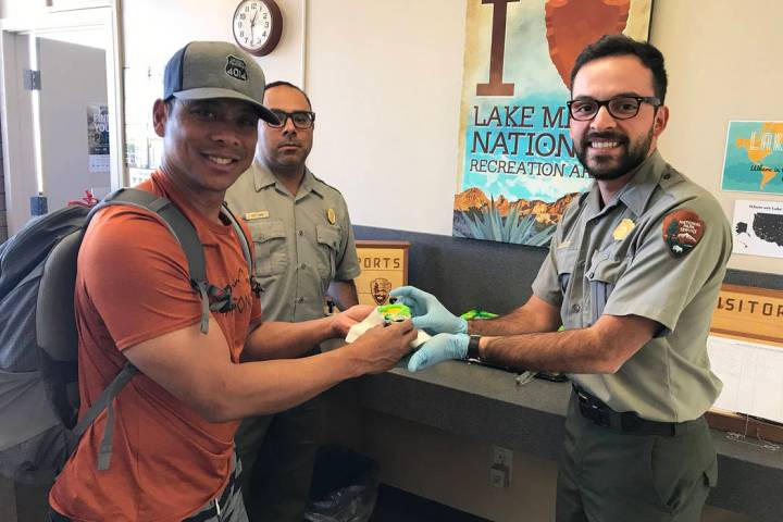 (Hali Bernstein Saylor/Boulder City Review) Noel Tipon, left, of Kailua, Hawaii, accepts a cupc ...
