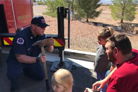(Hali Bernstein Saylor/Boulder City Review) Boulder City firefighter Walt West, left, explains ...