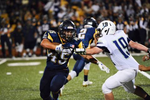 (Robert Vendettoli/Boulder City Review) Boulder City High School senior running back Devon Walk ...