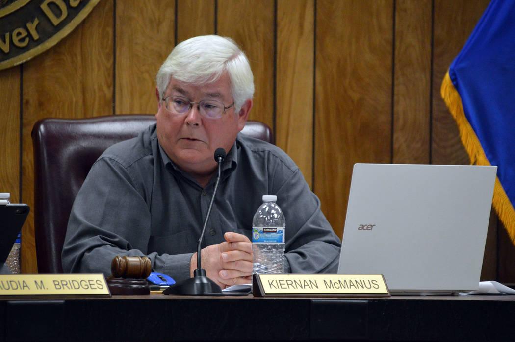 (Celia Shortt Goodyear/Boulder City Review) Mayor Kiernan McManus discusses his disagreement wi ...