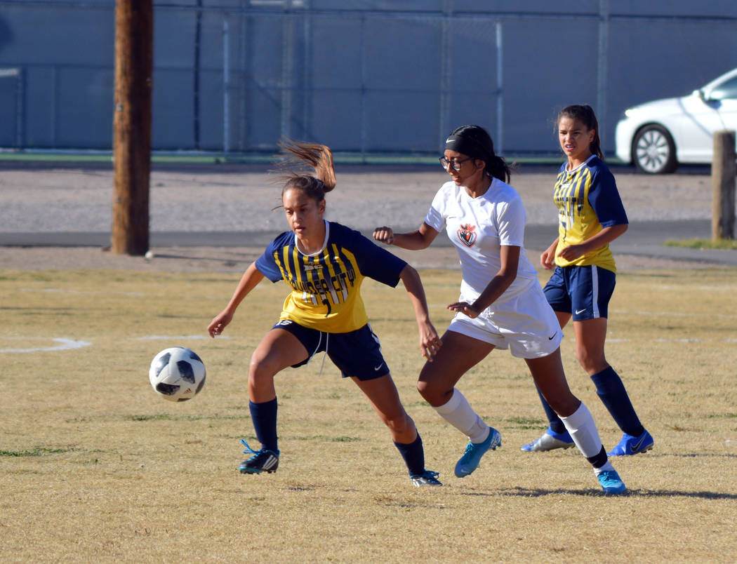(Celia Shortt Goodyear/Boulder City Review) Boulder City High School senior Keeley Alexander go ...