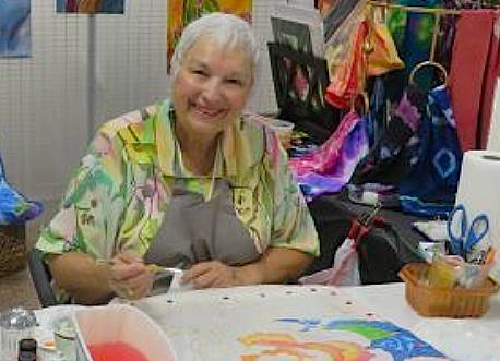 (Boulder City Art Guild) Diane Ricks, a member of Boulder City Art Guild, demonstrates how she ...