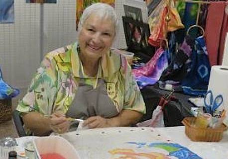 (Boulder City Art Guild) Diane Ricks, a member of Boulder City Art Guild, demonstrates how she ...