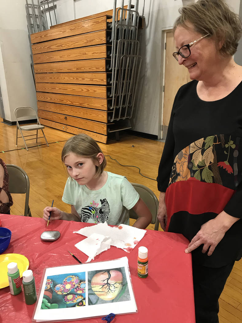 (Hali Bernstein Saylor/Boulder City Review) Abigail Brewer, 9, left, paints a rock at the Squar ...