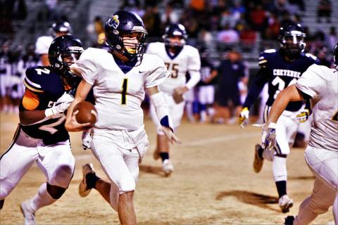 (Robert Vendettoli/Boulder City Review) Boulder City High School senior Parker Reynolds scrambl ...