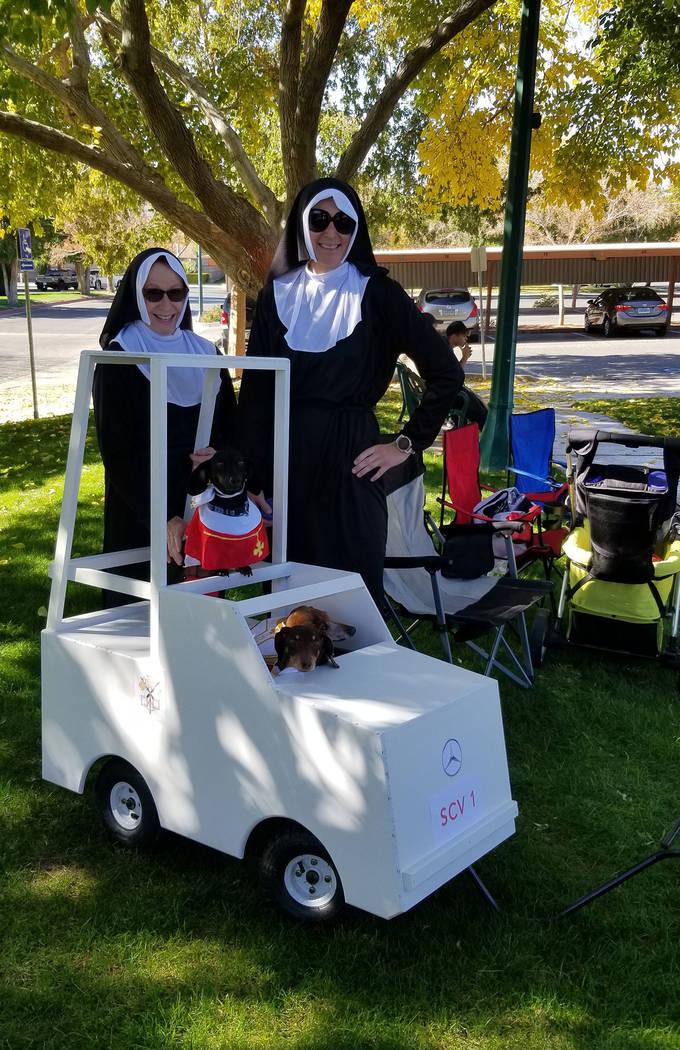 Celia Shortt Goodyear/Boulder City Review Eva Fischer, left, helps her friend Caireen Ulepic wi ...