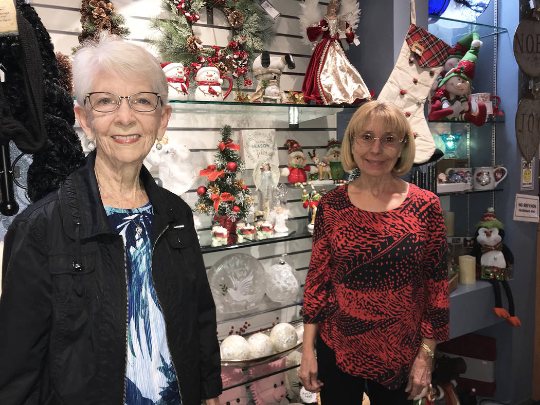 (Hali Bernstein Saylor/Boulder City Review) Susan Johnson, left, president of the Boulder City ...