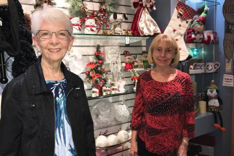 (Hali Bernstein Saylor/Boulder City Review) Susan Johnson, left, president of the Boulder City ...