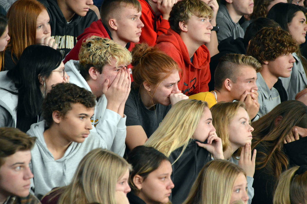 Celia Shortt Goodyear/Boulder City Review Boulder City High School students cry during the Ever ...