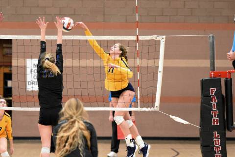 (Robert Vendettoli/Boulder City Review) Rising up for a vicious kill, Boulder City High School ...