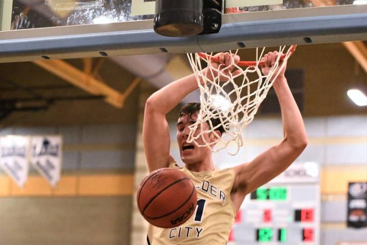 (Robert Vendettoli/Boulder City Review) Junior Ethan Speaker slams home a thunderous dunk again ...