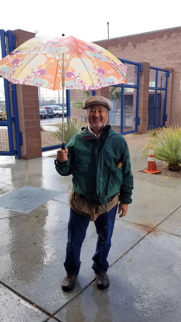 Celia Shortt Goodyear/Boulder City Review Alan Goya helped people get to the precinct rooms wit ...