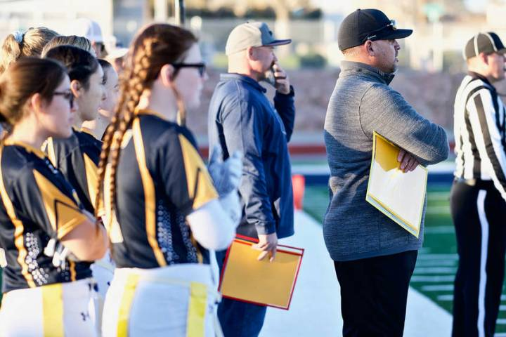 (Jamie Jane/Boulder City Review) Kevin Ruth, center in blue, head coach for Boulder City High S ...