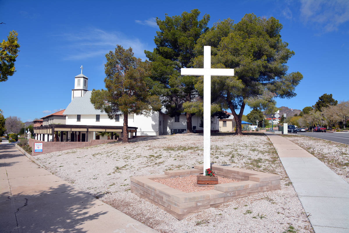 Celia Shortt Goodyear/Boulder City Review The cross at St. Christopher's Episcopal Church at th ...