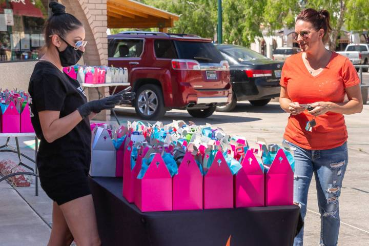 (Vegas Valley Photography) Heather Marianna, left, owner of Beauty Kitchen Boutique, hands out ...
