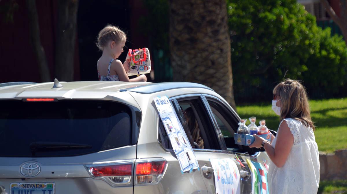 Celia Shortt Goodyear/Boulder City Review Bree Egan, a Tiny Tots teacher, talks with a member o ...