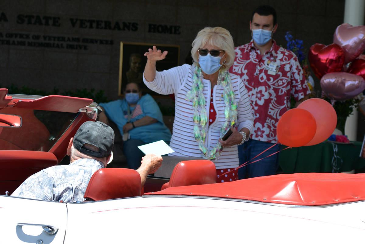 Celia Shortt Goodyear/Boulder City Review Linda Gelinger receives a card during a parade held i ...