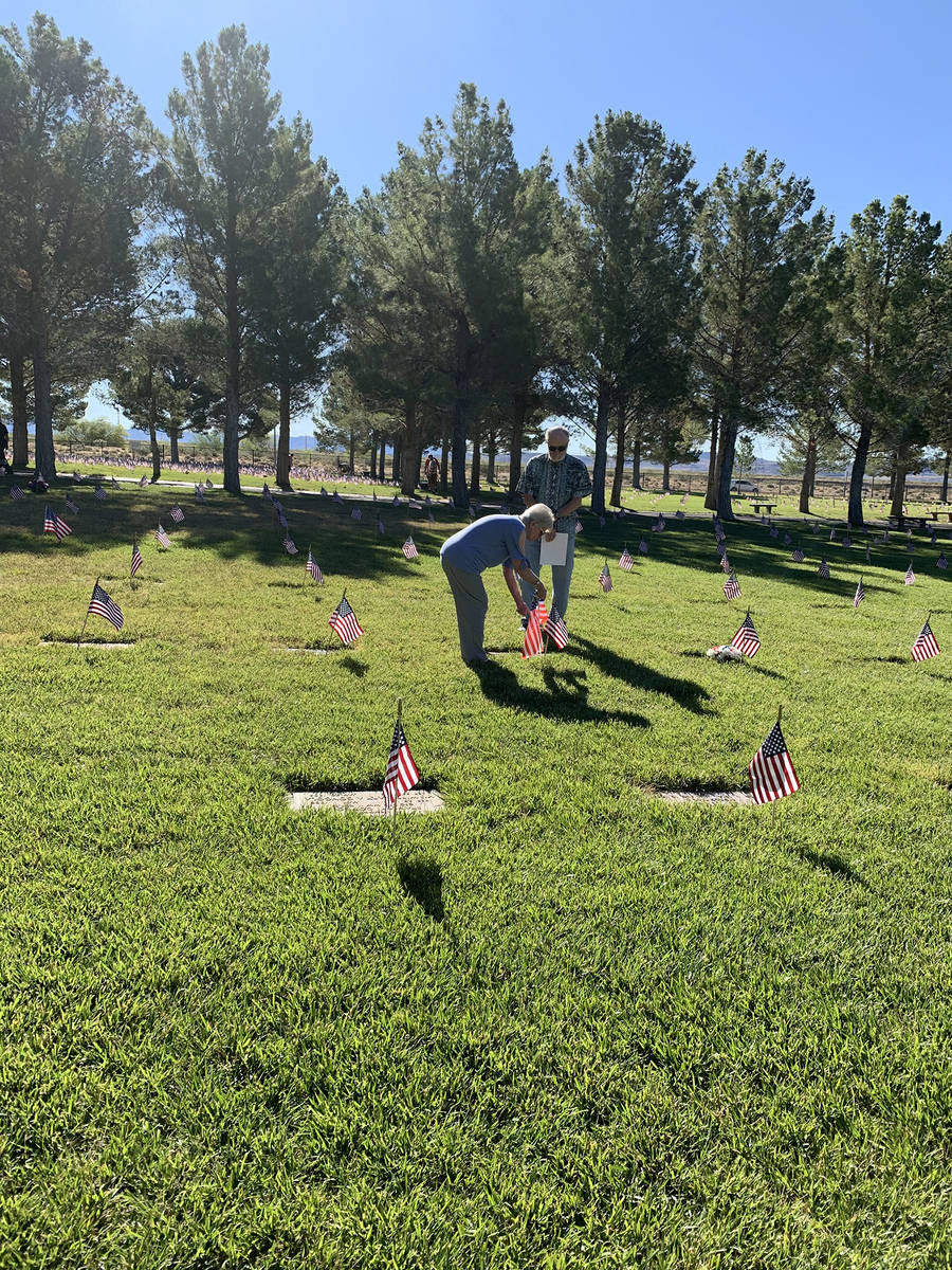 (Hali Bernstein Saylor/Boulder City Review) Wilimena and Ben Wise of Henderson placed a flag on ...