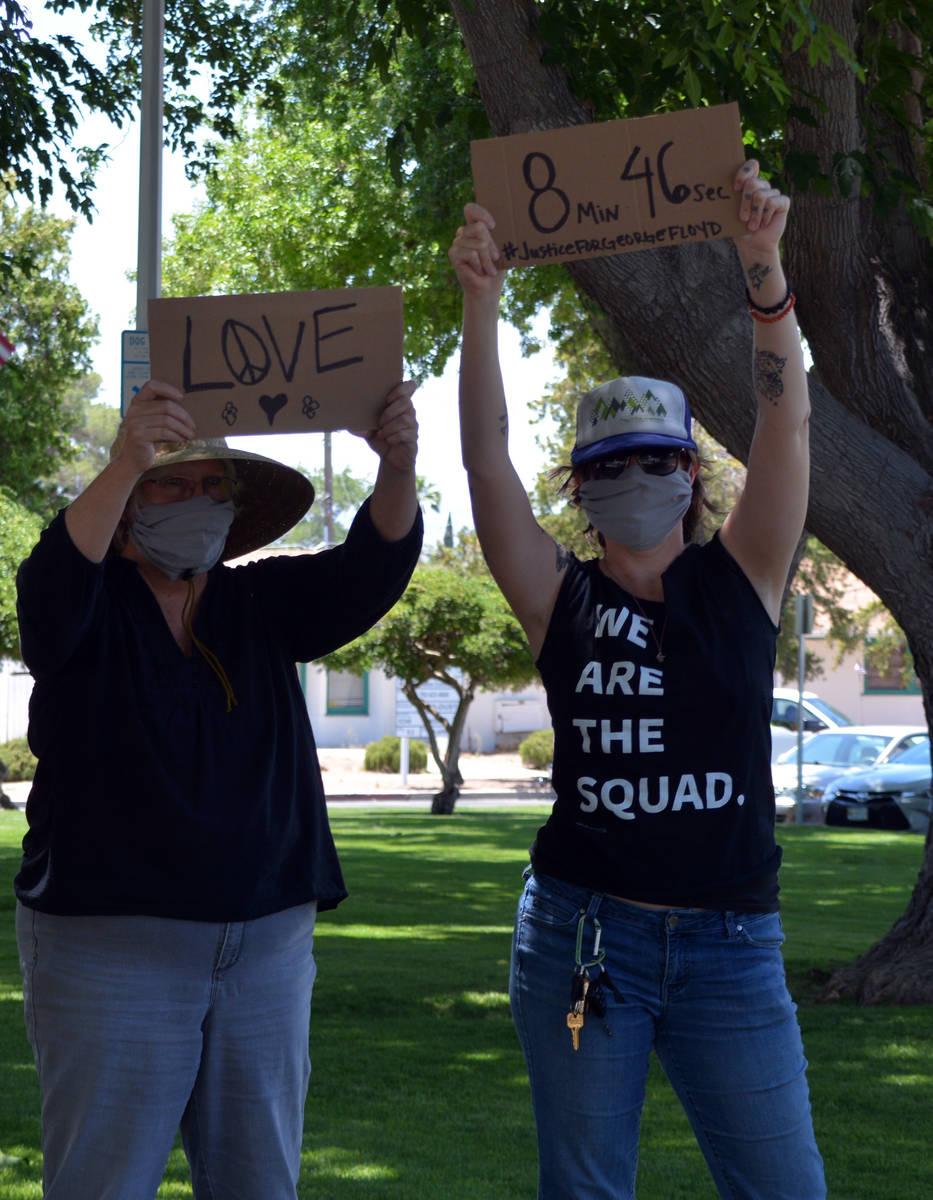 Celia Shortt Goodyear/Boulder City Review Johna Meints, left, and her daughter, Casey Sheppard, ...