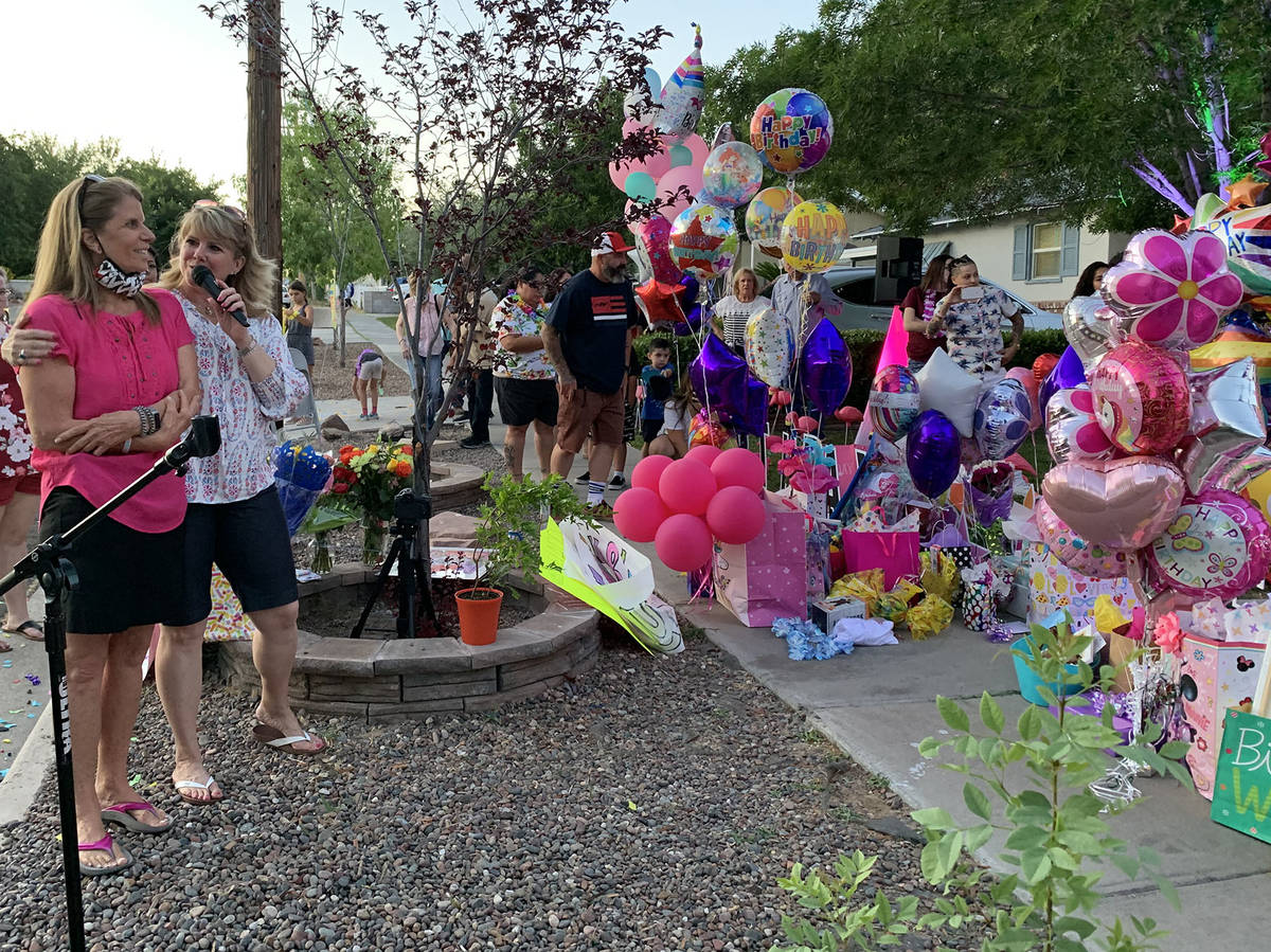 (Hali Bernstein Saylor/Boulder City Review) Cheri Emerich, left, who works in the office at Kin ...