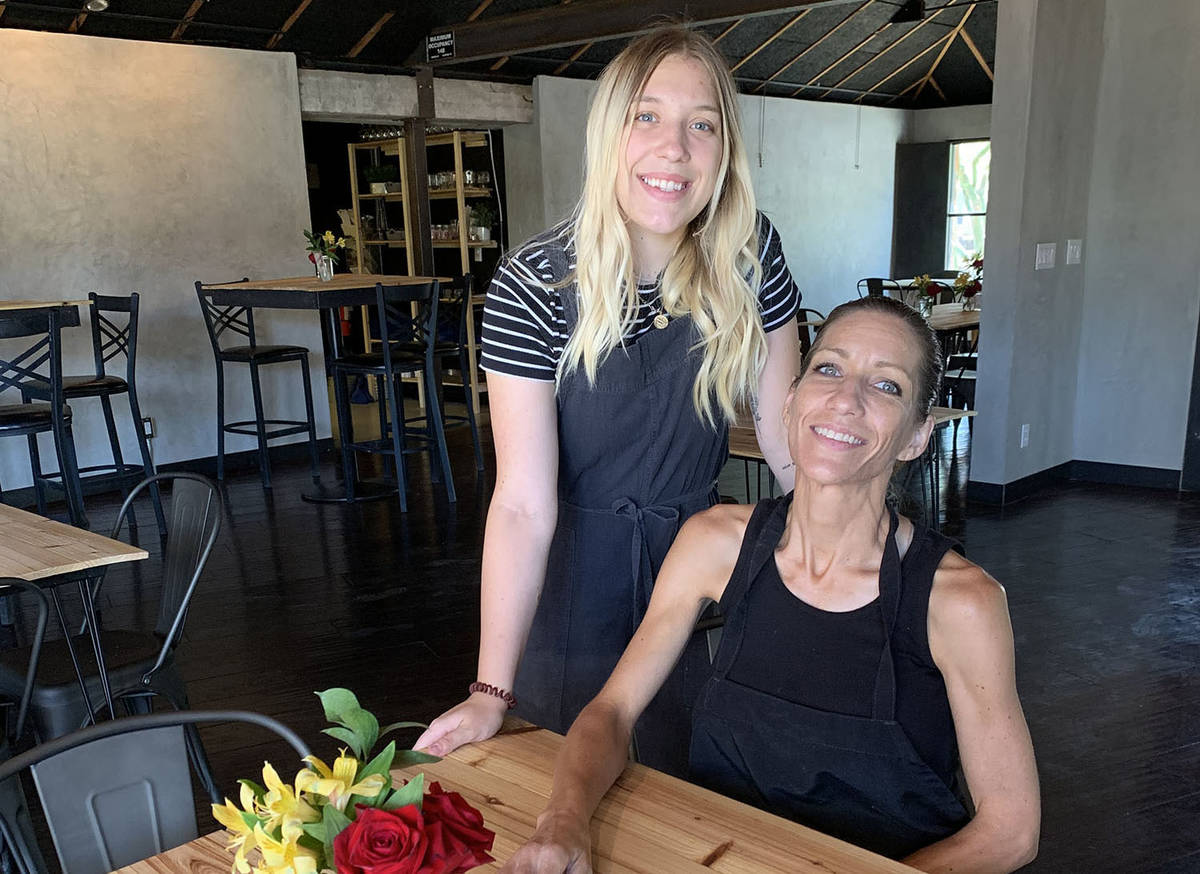 (Hali Bernstein Saylor/Boulder City Review) Jamie Ashby, seated, joined by her daughter Zoe Jew ...