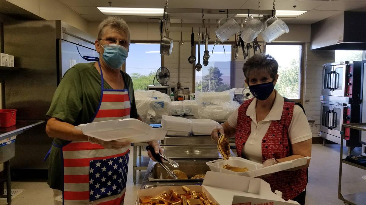 Celia Shortt Goodyear/Boulder City Review Mona Goddard, left, and Kathy Emling prepare pancake ...