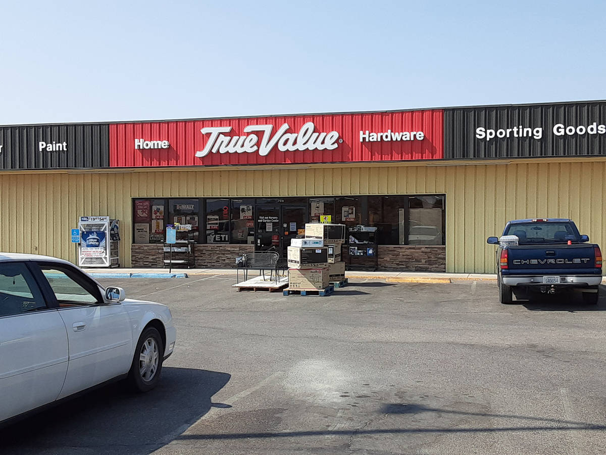 (Val Olsen/Boulder City Review) Business at Home Hardware & Variety, a True Value store, pi ...