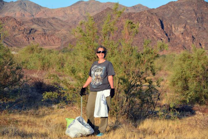 Celia Shortt Goodyear/Boulder City Review Dominique Spitzers helps clean up the special event b ...
